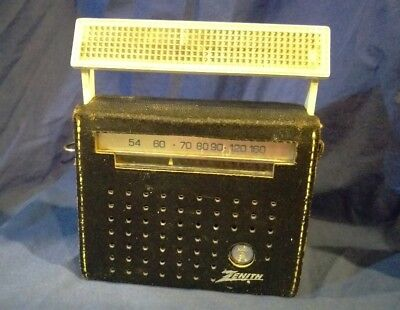 VINTAGE 1960s  ZENITH ROYAL 555 Sun Charger ANTIQUE TRANSISTOR RADIO R555C