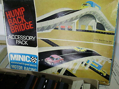 Triang Minic M.1669 Humpback bridge set plus extra supports. Boxed & complete.OO