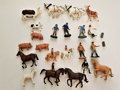 Lot of 25 vintage Britains Ltd plastic animals and people, 1970-1980