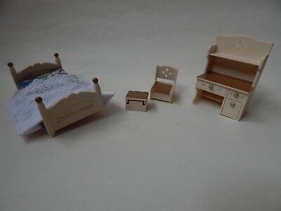 Sylvanian Families bed, desk/bereau and chair - Epoch