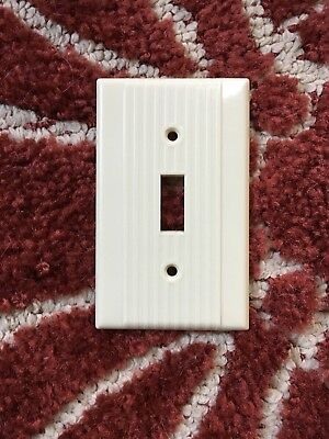 Vtg ART DECO Ribbed IVORY Bakelite Single toggle Switch Plate Cover - Leviton