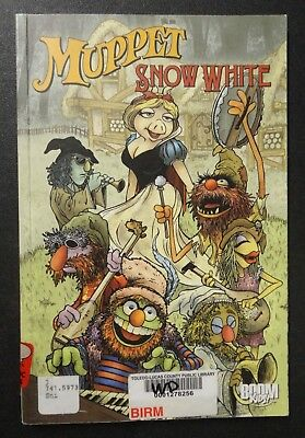 Colorful 2010 Muppet Snow White Jim Hensen Graphic Novel Comic Book Ex Library z