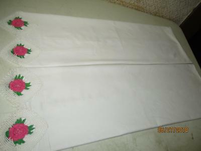 """Vtg Pair of White Cotton Pillowcases w/Crocheted Pink Cabbage Roses 29-1/2""""x21"""""""