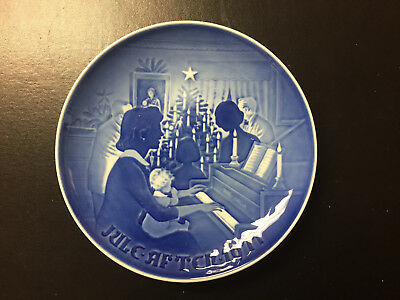 Bing and Grondahl 1971 Christmas plate - Jule After, Christmas at Home