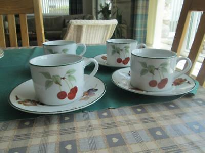 Set Of 4 Royal Worcester Evesham Vale Cups And Saucers