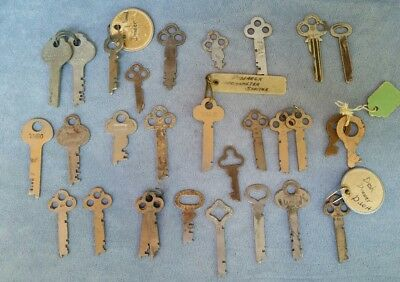 Lot of 29 Vintage Flat Keys Yale & Towne, Corbin, Sargent, Yale Jr,  Bainbridge