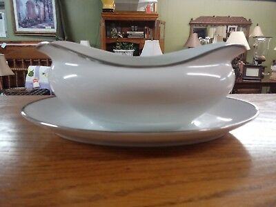 Harmony House Fine China Moderne Gravy Boat w/ Attached Plate