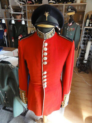 Welsh Guards rote Uniform Warrant Officer II mit Schirmmütze, Garde GB England