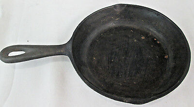 "Antique #3 Small Cast Iron Pan Skillet Frying Pan 6.5"" dia"