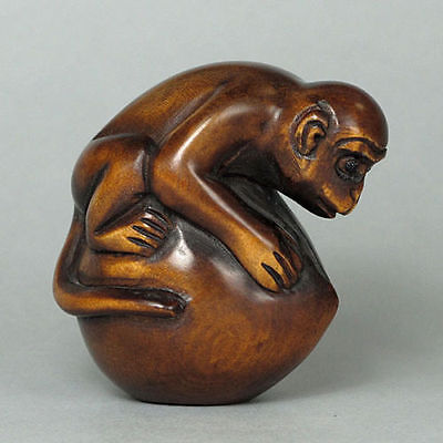 "1940's Japanese handmade Boxwood Netsuke ""MONKEY HOLD PEACH"" Figurine Carving HZ"