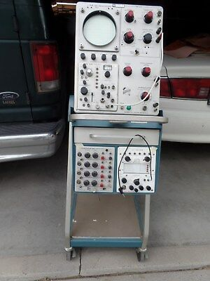 oscilloscope Tektronix 543 with Spectrum analyzer modules and others.
