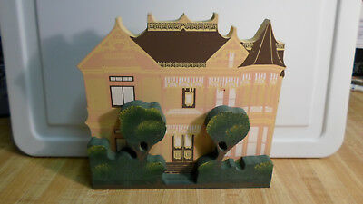 Shelia's Shelf Sitter Wooden House The Gingerbread Mansion 1992 3D