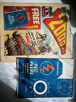 2000ad original issue 3 comic with original and unused red alert wallet