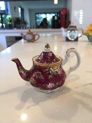 Royal Albert, Old Country Roses, Ruby Lace Miniature Teapot