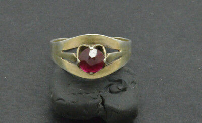 Antiquarian Silver Ring with ruby gemstone. 20 Century 3gr