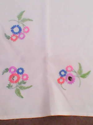 Really pretty hand embroidered linen tabecloth pretty flowers really pretty hand embroidered linen tabecloth pretty flowers mightylinksfo