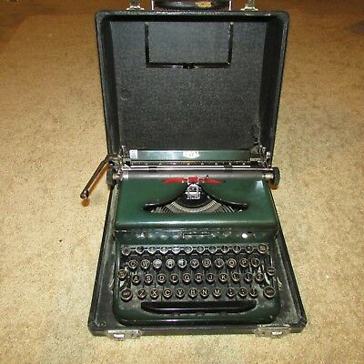 Vintage 1930's Green Metal Royal Portable Typewriter w/Case