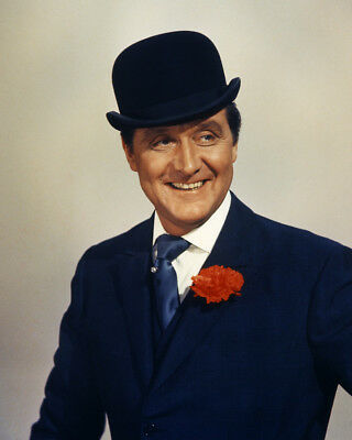 Patrick Macnee As John Steed In The Avengers Smiling Studio Pose 8x10 Photo