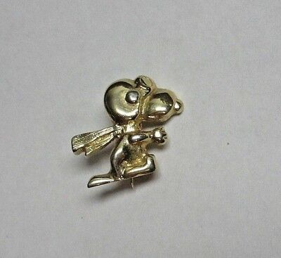 Vintage UF United Features Snoopy Goldtone Pin Flying Ace