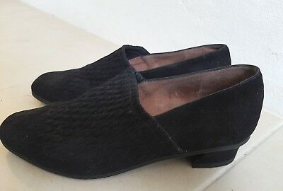 INNOVARE Italian Black Suede Ladies Shoes Size 37.5 Low Heels Loafers Vintage
