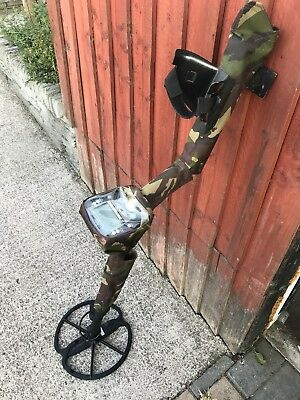 Minelab Safari Metal Detector All In Working Order 1 Year Old