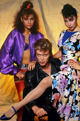 David Bowie Classic 1980'S Studio Pose With Girls 24x36 Poster(60x91cm)