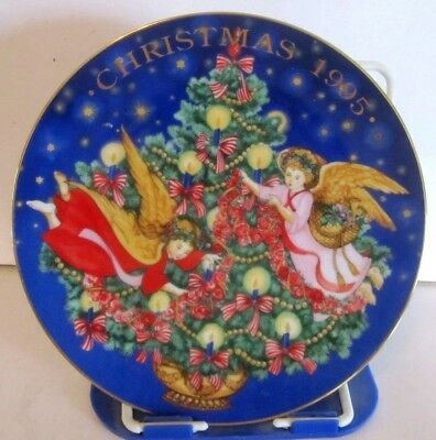 Avon Collector Plate 1995 Christmas Trimming the Tree
