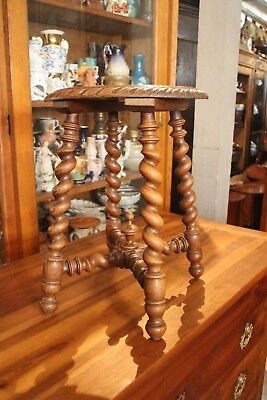 stool solid oakwood twisted pattern carved style Louis 13 fin 19e stool