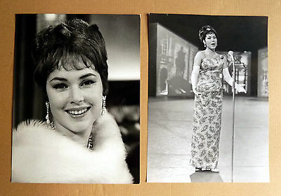 MONIKA DAHLBERG * 2 PRESSEFOTOS ca. 23x17cm PHOTOS TV VINTAGE 1960/´70er MUSIK