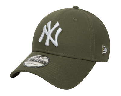New Era 9Forty Strapback Cap. League Essential New York Yankees. Olive Green