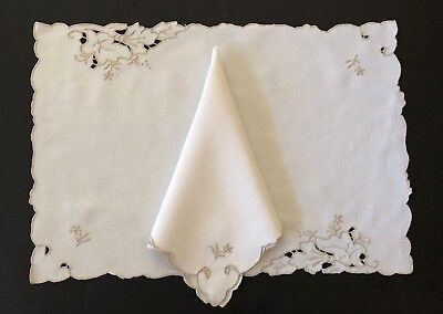 Vintage EMBROIDERED CUT-WORK Ivory LINEN  - 8 pc Set - 4 Placemats + 4 Napkins