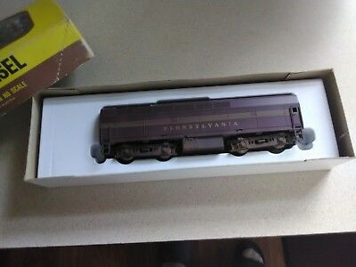 Model Power HO Scale Baldwin Sharknose Powered B Unit PRR Locomotive in Box 741