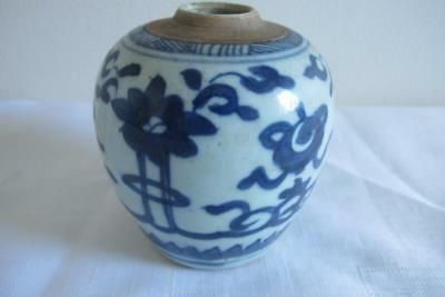 Antique Chinese Blue & White Vase – Likely Early Qing Dynasty