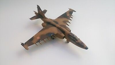 1:48 Monogram 5830 - Su-25 Frogfoot 1/48 gebaut + airbrushed