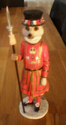 Country Artists CA04035 Magnificent Meerkats  'Windsor' Beefeater  Figurine