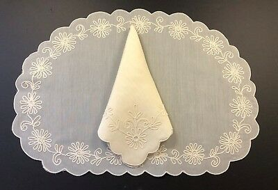 STUNNING 16 pc - 8 Placemats + 8 Napkins Chain Stitch Flowers - Scalloped IVORY