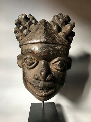 antique Bangwa mask. Cameroon.