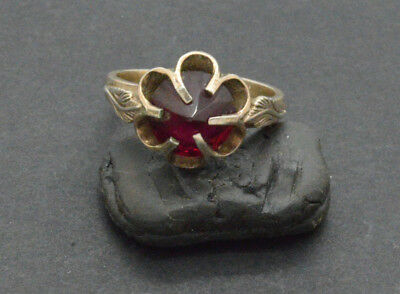 Antiquarian Silver Ring with ruby gemstone. 20 Century