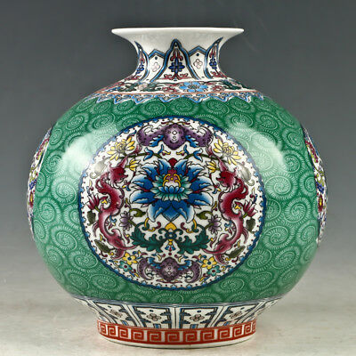 Chinese Porcelain Hand-Painted Flowers  Vase W Qianlong Mark GL1078