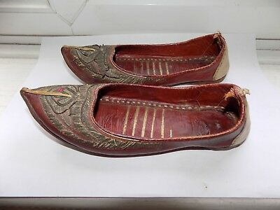 ANTIQUE INDIAN or MIDDLE EASTERN HAND EMBROIDERED METAL THREAD LEATHER SHOES
