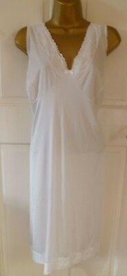 VINTAGE 70s BRETTLES WHITE SILKY NYLON FULL SLIP BEAUTIFUL LACE TRIM SIZE 22