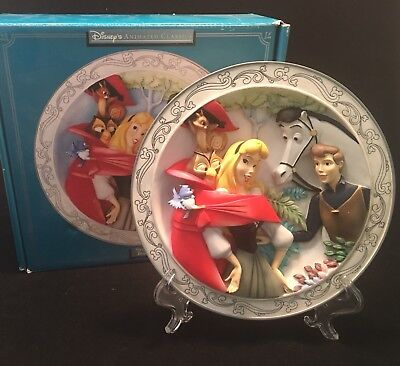 Disney Sleeping Beauty Animated Classic 3D Collector Relief Plate Theme Park Exc