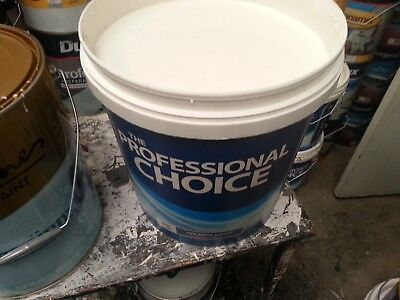 Wattyl 15 Litre Pro-Choice Interior Washable Low/sheen Whitish Color Paint