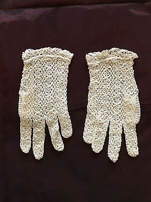 Communion Unlined WHITE LACE GLOVES for young girl Short Wrist - Bobbin lace