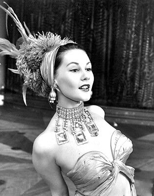 1957 VINTAGE SHOWGIRL (Vegas)  b/w candid classic photo (Celebrities)