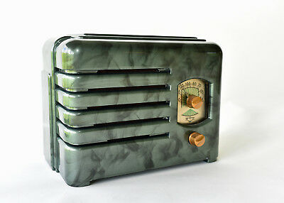 BEAUTIFUL c.1937 WELLS-GARDNER RADIO 5D2 - GREAT MACHINE AGE DESIGN