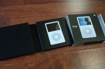 Apple A1136 iPod in box Classic 30GB Video White / Chrome 5th Generation