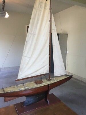 Vintage Pond Yacht with Stand