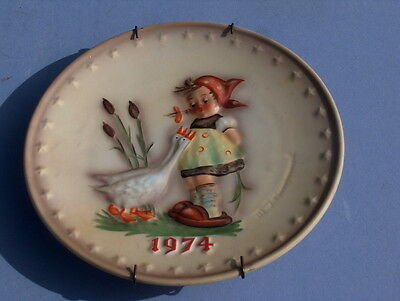 China Hummel Goebel 1974 Collector Plate Goose Girl with Wall Plate Hanger