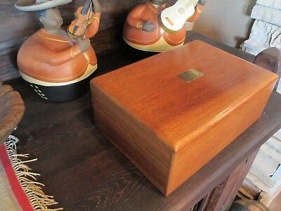 Vintage Cigar Humidor Churchill Size with Cedar Lining and Engravable Plaque